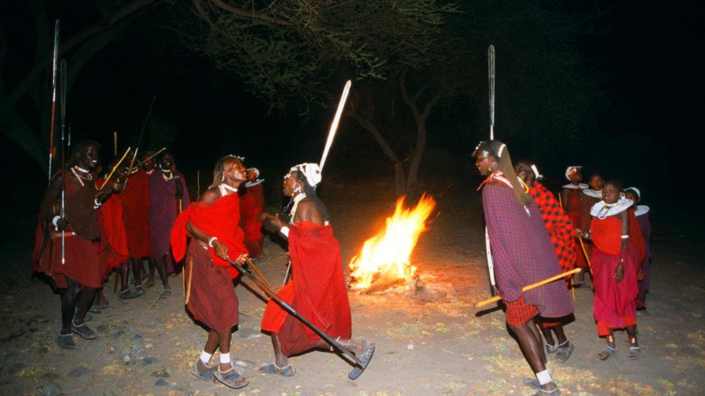 Masai Danzando en la hoguera
