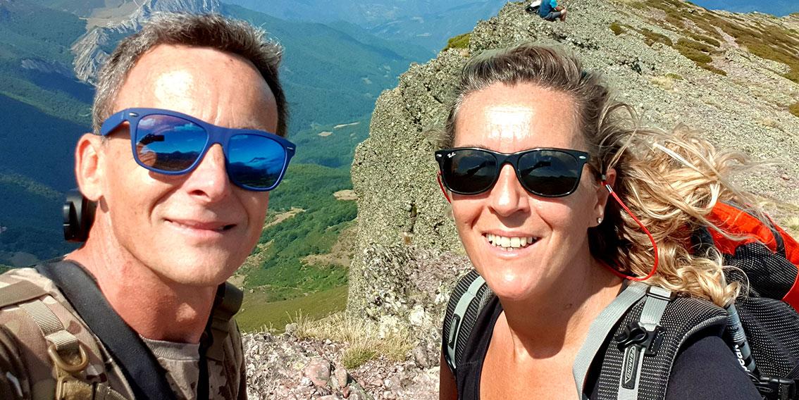 Señalizando rutas en el pico Tres Mares en Cantabria